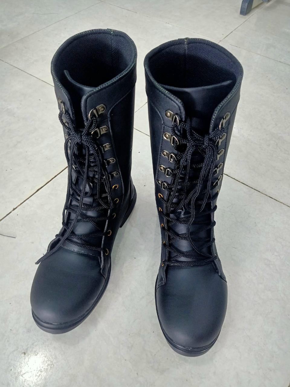 Giày boot cao cổ dành cho bảo vệ